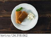 Блины с творогом на тарелке. Стоковое фото, фотограф Ксения Кузнецова / Фотобанк Лори