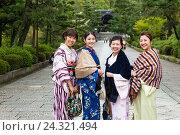 Купить «Four traditionally dressed Japanese women, Higashiyama, Kyoto, Kansai region, Honshu, Japan», фото № 24321494, снято 17 июля 2019 г. (c) mauritius images / Фотобанк Лори