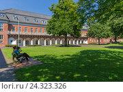 Купить «Marstall, administration building, 'Landesamt für Bezüge und Versorgung' of Lower Saxony, Aurich, East Frisia,», фото № 24323326, снято 16 июля 2018 г. (c) mauritius images / Фотобанк Лори
