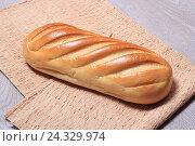 Купить «Батон белого хлеба на столе», эксклюзивное фото № 24329974, снято 5 декабря 2016 г. (c) Яна Королёва / Фотобанк Лори