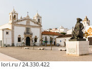 Купить «Square and fountain in front of the church Igreja de Santa Maria and the monument of Infante Dom Henrique de Avis, Duke of Viseu (1394–1460), better known...», фото № 24330422, снято 18 июня 2019 г. (c) mauritius images / Фотобанк Лори