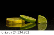 Дольки лайма и лимона на темном фоне. Стоковое фото, фотограф Глыцко Андрей / Фотобанк Лори