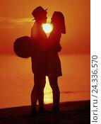 Купить «Beach, silhouette, couple, embrace, sundown, sandy beach, walk, summer, vacation, sea, the sun, afterglow, love, affection», фото № 24336570, снято 22 августа 2018 г. (c) mauritius images / Фотобанк Лори