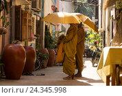 Купить «Monks in Cambodia, Siem Reap», фото № 24345998, снято 10 декабря 2014 г. (c) mauritius images / Фотобанк Лори