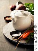 Купить «Керамический горшок и овощи для приготовления супа», фото № 24363954, снято 20 октября 2016 г. (c) Наталия Кленова / Фотобанк Лори