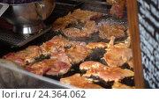 Купить «Meat is fried in oil», видеоролик № 24364062, снято 28 ноября 2016 г. (c) Антон Гвоздиков / Фотобанк Лори