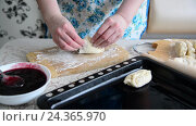 Купить «housewife preparing pies with currant jam», видеоролик № 24365970, снято 4 декабря 2016 г. (c) Володина Ольга / Фотобанк Лори