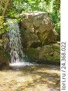 Купить «Небольшой водопад в тени деревьев», фото № 24368022, снято 6 июня 2016 г. (c) Наталья Гармашева / Фотобанк Лори