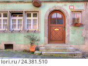 Купить «Front door in Rothenburg ob der Tauber, Franconia, Bavaria, Germany, Europe», фото № 24381510, снято 15 августа 2018 г. (c) mauritius images / Фотобанк Лори