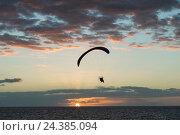 Купить «Tenerife, La Caleta, Playa de la Enramada, motorized paraglider, sunset, paraglider, Costa Adeje, the Atlantic, sea, province Santa Cruz de Tenerife, Canary Islands, Spain», фото № 24385094, снято 22 мая 2018 г. (c) mauritius images / Фотобанк Лори