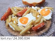 Купить «Паста с колбасками и яйцом», эксклюзивное фото № 24390034, снято 6 декабря 2016 г. (c) Яна Королёва / Фотобанк Лори