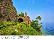 Купить «Просматривающийся железнодорожный тоннель на озере Байкал. Иркутская область. Россия», фото № 24390550, снято 27 июля 2016 г. (c) Виктор Никитин / Фотобанк Лори