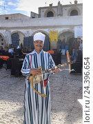 Купить «Africa, Morocco, Essaouira, musician in the medina, world cultural heritage,», фото № 24396654, снято 22 мая 2019 г. (c) mauritius images / Фотобанк Лори