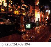 "Купить «Great Britain, London, Greenwich, restaurant / pub ""The Gypsy Moth"", inside, counter», фото № 24409194, снято 31 декабря 1899 г. (c) mauritius images / Фотобанк Лори"
