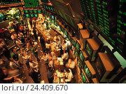 Купить «The USA' New York, Financial District, Wall Street, stock exchange (New York floor Exchange), inside broker, stocks, to monitor», фото № 24409670, снято 14 декабря 2017 г. (c) mauritius images / Фотобанк Лори