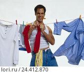 Купить «Man, young, clothesline, laundry, hang up men, inside, studio, cut out, househusband, single, wash, dry, housework», фото № 24412870, снято 11 сентября 2000 г. (c) mauritius images / Фотобанк Лори