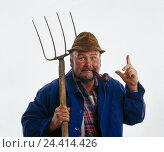 Купить «Farmer, care, whistle, smoke, gesture, attention, hayfork, half portrait, professions, studio, cut out, man, pawn, middle old person, smoker, pitchfork, forefinger, upraisedly,», фото № 24414426, снято 27 сентября 2000 г. (c) mauritius images / Фотобанк Лори