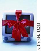 Купить «iMac, loop computers, monitor, PC, Macintosh, i-Mac, present, give, give away, wrapping tape, gift loop, silk loop, product photography, studio, Still life», фото № 24415382, снято 1 августа 2001 г. (c) mauritius images / Фотобанк Лори