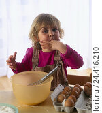 Купить «Girls, bake, gesture, dough, nibble cuisine, child, blond, four-year-old, eggs, bowl, bowl, whisk, cake dough, finger, lick off, cost, try, near, inside», фото № 24416210, снято 6 августа 2001 г. (c) mauritius images / Фотобанк Лори