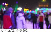Концепция зимних видов спорта. Толпа на ночном катке. Падающий снег. Стоковая анимация, видеограф Vladimir Botkin / Фотобанк Лори