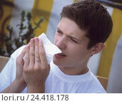 Купить «Young person, cold, handkerchief, portrait, outside, teenagers, ill, sneeze, coryza, grip, boy, to walrus moustaches, summer grip, paper tissue, allergy, caught cold», фото № 24418178, снято 6 декабря 2001 г. (c) mauritius images / Фотобанк Лори