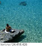 Купить «Malta, island Comino, bay, Blue Lagoon, rock, tourist, back view, summer, sea, the Mediterranean Sea, bath island, island, detail, beach holiday, tourism...», фото № 24418426, снято 25 ноября 2002 г. (c) mauritius images / Фотобанк Лори