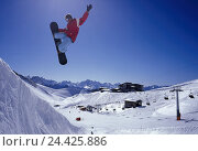 Купить «Austria, Tyrol, Kaunertal, skiing area, Halfpipe, snowboard driver, crack, Freestyle, Europe, Oberinntal, Ötztaler alps, mountain landscape, mountains...», фото № 24425886, снято 22 июля 2018 г. (c) mauritius images / Фотобанк Лори