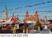 Купить «Москва. Новогодняя ГУМ-ярмарка на Красной площади», фото № 24428698, снято 7 декабря 2016 г. (c) Елена Коромыслова / Фотобанк Лори