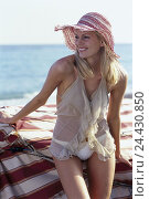 Купить «Woman, smile blond, bikini, blouse, solar hat, beach, model released, very close, vacation, leisure time, young, long-haired, happy, chiffon blouse, transparent...», фото № 24430850, снято 17 октября 2002 г. (c) mauritius images / Фотобанк Лори