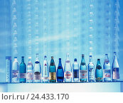 Купить «Shelf, water Bottles, different, drinks, alcohol-free, anti-alcoholic, thirst quencher, Bottles, healing waters, vital, vital importance, Still life», фото № 24433170, снято 4 декабря 2002 г. (c) mauritius images / Фотобанк Лори