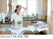 Купить «Cuisine, housewife, iron, exhausts inside, at home, household, housework, woman, young, depletion, overloading, reworks, ironing board, iron, ironing,...», фото № 24435786, снято 27 января 2003 г. (c) mauritius images / Фотобанк Лори