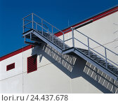 Купить «Building, outside stairs, metal, detail, outer wall stairs, stairs, metal, steps, step, rust grid steps, outside rising, banister, railing, handrail, access...», фото № 24437678, снято 13 октября 2005 г. (c) mauritius images / Фотобанк Лори