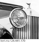 Купить «Car, Oldtimer, Rolls Royce, detail, headlights, radiator mascot, b/w», фото № 24441170, снято 19 августа 2018 г. (c) mauritius images / Фотобанк Лори