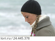 Купить «Beach, sea, woman, young, wool cap, view lowered, tread, women's portrait, portrait, side view, 21 years, sadly, unhappily, loneliness, melancholia, nicely...», фото № 24445378, снято 5 января 2006 г. (c) mauritius images / Фотобанк Лори