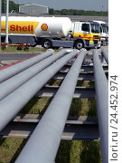 Купить «Germany, Hessen, home Flörs in, the Main, shell tank farm, pipelines, Lkw's, Europe, economy, industry, great tank farm, temporary storage facilities,...», фото № 24452974, снято 12 января 2006 г. (c) mauritius images / Фотобанк Лори