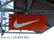 Купить «Business, passage, company plaque, Nike only editorially economy, retail trade, company, loading, sports outfitters, sign, sports goods, fashion, Fashion...», фото № 24454962, снято 4 января 2006 г. (c) mauritius images / Фотобанк Лори