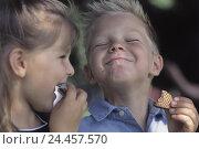 Купить «Children, sweets, eat, portrait, detail, outside, girls, boy, siblings, friends, intermeal, chocolate waffles, sweetly, sweet, nutrition, unhealthily,...», фото № 24457570, снято 24 июля 2002 г. (c) mauritius images / Фотобанк Лори