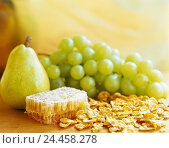 Купить «Honeycombs, cornflakes, pear, grapes, honey, honeycombs, natural product, honeycomb, cereals, corn flakes, fruit, grapes, muesli, ingredients, breakfast, healthy», фото № 24458278, снято 30 июля 2001 г. (c) mauritius images / Фотобанк Лори