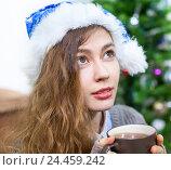 Купить «Девушка с горячей чашкой чая в руках в новогоднем колпаке», фото № 24459242, снято 28 декабря 2014 г. (c) Кекяляйнен Андрей / Фотобанк Лори