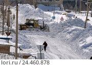 ДЭТ чистит дорогу в посёлке от снега (2015 год). Редакционное фото, фотограф Светлана Попова / Фотобанк Лори