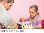 Купить «Девочка делает очередной ход, играя с тренером в шахматы», фото № 24463418, снято 9 декабря 2016 г. (c) Иванов Алексей / Фотобанк Лори