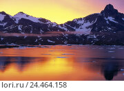 "Купить «Denmark, Greenland, ""king Oskar Bucht"", Polhems Fjeld, sunrise coast, south east Greenland, morning mood, mountain landscape, daybreak, dusk, water mirroring...», фото № 24464158, снято 7 марта 2006 г. (c) mauritius images / Фотобанк Лори"
