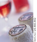 Купить «, Still life, Food, goat's cheese, blur, Bottle, wineglass, detail, food, food, cheese, cheese loaf, soft cheese, lacteal product, in French, origin, France...», фото № 24466802, снято 27 сентября 2005 г. (c) mauritius images / Фотобанк Лори