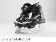 Купить «Ice skates skating shoes, hockey shoes, hockey ice skates, couple, hockey, plastic, hard peel, hard peel ice skates, skids, skating, go skating, sport...», фото № 24467054, снято 18 октября 2004 г. (c) mauritius images / Фотобанк Лори