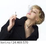 Купить «Woman, young, blond, cigarette, smoke, gesture, portrait, smoker, 20-30 years, extravagant, smoke, dense smoke, enjoy, consumption, luxury, provoking, enticing, cool, careless, nicotine, studio,», фото № 24469570, снято 12 мая 2003 г. (c) mauritius images / Фотобанк Лори