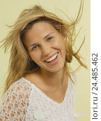 Купить «Woman, young, blond, laughs,  Portrait   20-30 years, youth, naturalness, radiation, Beauty, energy, freshness, happiness, hair blows, happily, contentedly, joy, gaze camera studio series», фото № 24485462, снято 20 июля 2018 г. (c) mauritius images / Фотобанк Лори