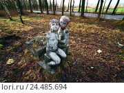 Купить «Russia, Tver, park, sculptures, autumn, town, Tver city, park, stone figures, figures, weather-beaten, is neglected, neglect, neglectedly, outside», фото № 24485694, снято 14 октября 2005 г. (c) mauritius images / Фотобанк Лори