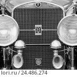 Купить «Car, old-timer, Cadillac, detail, radiator grille, logo, headlight, b/w, only editorially! Vehicle, passenger car, historically, nostalgically, nostalgia...», фото № 24486274, снято 3 ноября 2005 г. (c) mauritius images / Фотобанк Лори