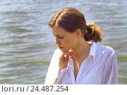 Купить «Lowered woman, young, gaze, portrait,,  River  20-30 years, youthful, long-haired, ponytail, dark-blond, of course, naturalness, shirt, blouse, enjoys...», фото № 24487254, снято 20 июля 2018 г. (c) mauritius images / Фотобанк Лори