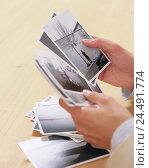 Купить «Women's hands, photographies, see through, woman, detail, hands, pictures, photos, black-and-white photos, black-and-white photography, consider, search...», фото № 24491774, снято 3 ноября 2005 г. (c) mauritius images / Фотобанк Лори